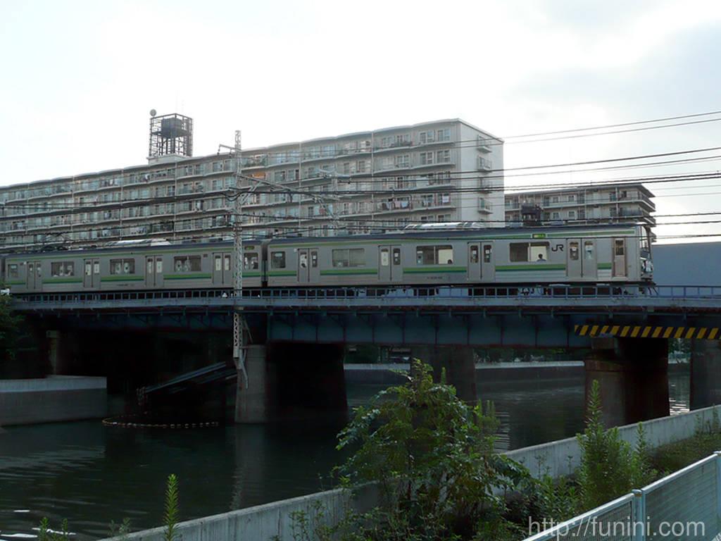 http://funini.com/train/tokyo/jre/205_yokohama/07full.jpg
